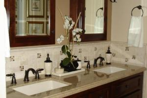 Bathroom Backsplash Beauties Ideas Designs