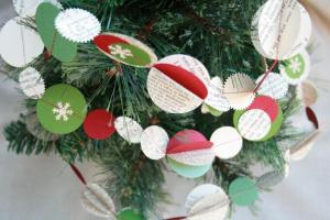 Creative Place Diy Festive Holiday Garland