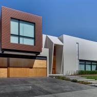 Homes Show Their Top Notch Modern Driveway