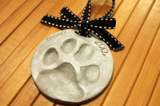 Homevolution Dog Cat Paw Print Ornaments