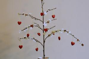 Lovey Dovey Diy Valentine Tree Julia Ann