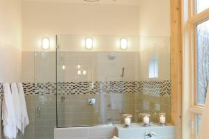 Luxurious Bathrooms Elegant Chandelier Lighting