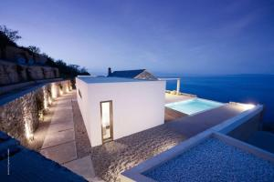 Minimalist Residence Greece Taking Endless Sea Views