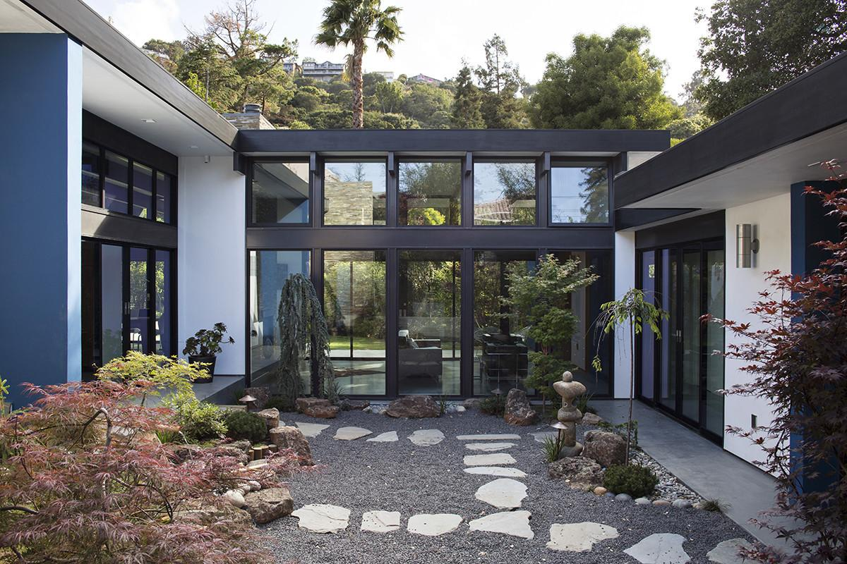 32 Most Popular Small Modern Home Central Atrium That Will Give ...