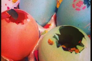Mommy Wish List Make Cascarones Kid Easter