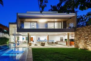Open Space Brazilian Modern House Design