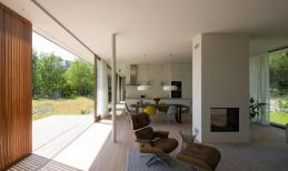 Solar Powered Villa Modern Glass Fronted Home