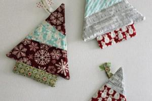 Stitching Bacon Tree Trivet Tutorial Christmas