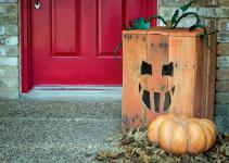 Turn Wood Pallet Into Halloween Pumpkin