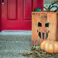 Turn Wood Pallet Into Halloween Pumpkin