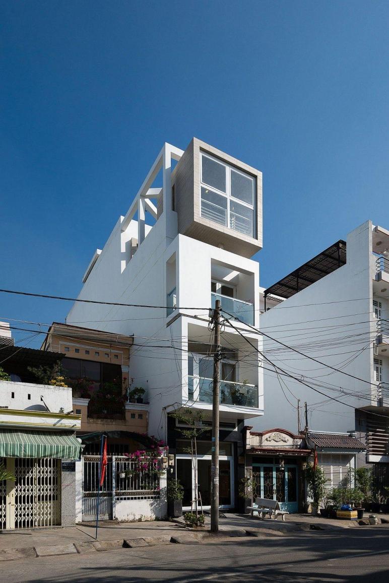 Versatile Narrow House Chi Minh City Beats Space