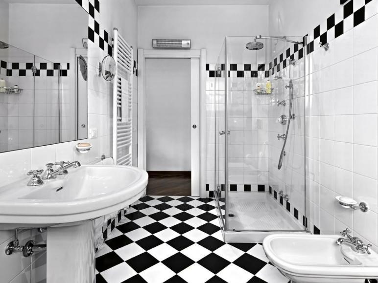Vintage Grandiose Checkered Bathrooms