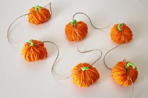 Yarn Pumpkin Garland Mantle Decorations Autumn Fall Harvest