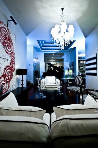 White And Black Sofa Cottage Living Room Monochrome