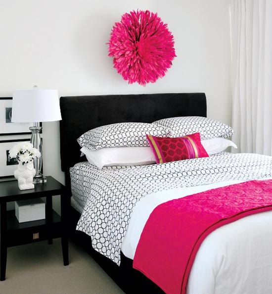 Chic Hot Pink Black Bedroom Design With Velvet Headboard Bedskirt White Geometric Bedding Blanket Juju Hat And Glossy