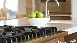 Integrated Gas Cooktop Transitional Kitchen Belmont