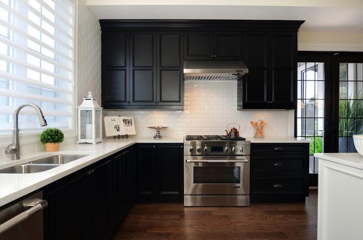 Perimeter Countertops Design Ideas on Backsplash For Black Granite Countertops And White Cabinets  id=26077