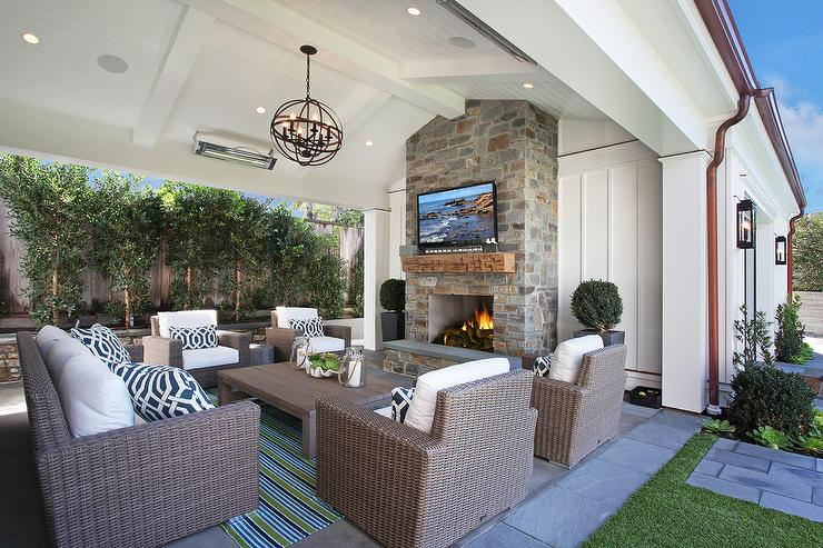 covered patio vaulted ceiling with