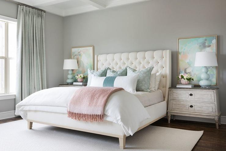 Cream Tufted Bed With Light Blue Triple Gourd Lamps