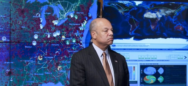 Secretary of Homeland Security Jeh Johnson hosts President Obama at the National Cybersecurity and Communications Integration Center, Jan. 13, 2015.