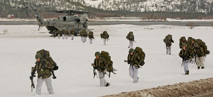 Norwegian soldiers, U.S. Marines, Dutch and U.K. Royal Commandos do an integrated air insert during a training event for Exercise Cold Response 16, March 3, 2016, around the city of Namsos, Norway.