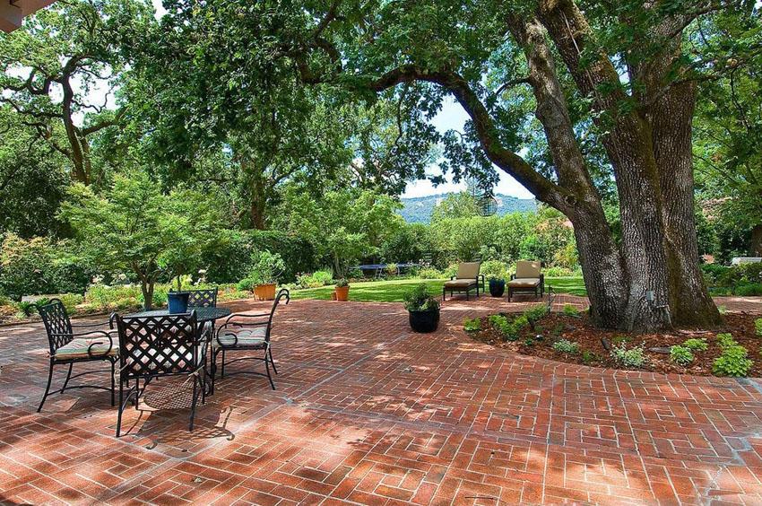 25 Brick Patio Design Ideas - Designing Idea on Backyard Brick Patio id=62233