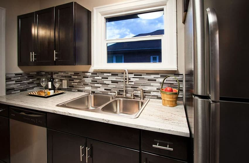 Small Kitchens with Dark Cabinets (Design Ideas ... on Backsplash Ideas For Dark Cabinets And Dark Countertops  id=48160