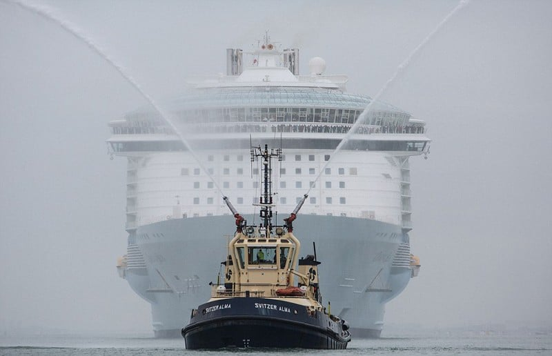 The worlds Largest Cruise Ship Sails into the UK for the First Time    DesignRulz.com