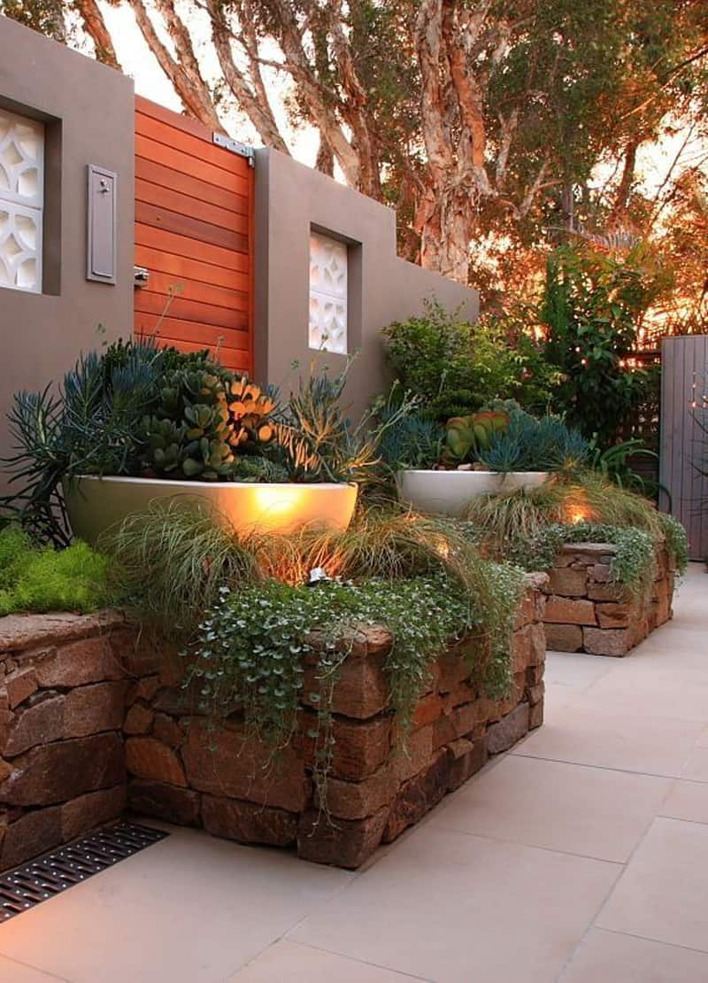 35 Beautiful Front Yard and Backyard Landscaping Ideas on Backyard Lawn Designs  id=49813