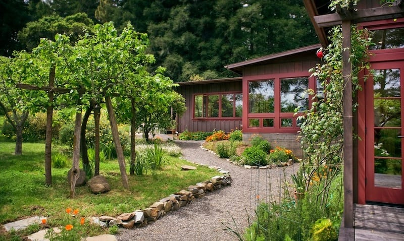 20 Cheap Landscaping Ideas For Backyard on Budget Small Backyard Landscaping Ideas  id=19256