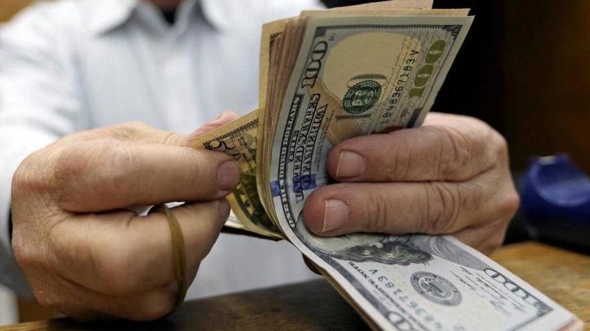 Impacto electoral y temor: Argentinos retiraron sus dólares