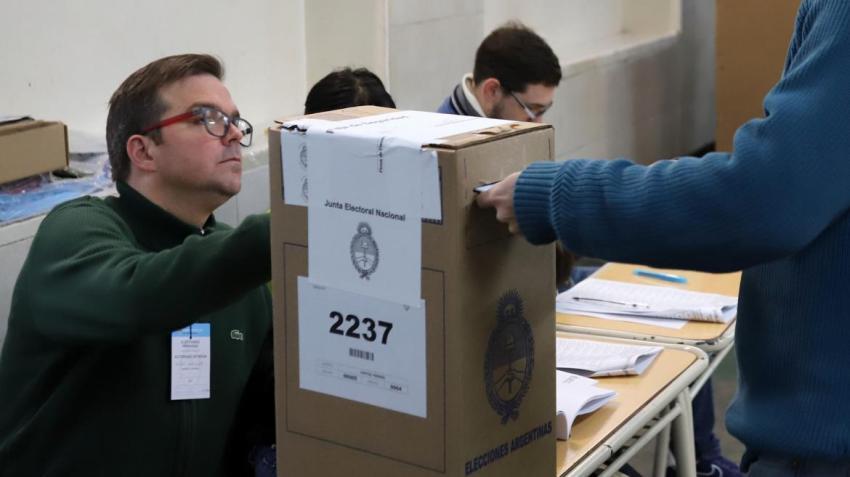 La Cámara Nacional Electoral solicitó al Gobierno vacunar a las autoridades de mesa antes de los comicios