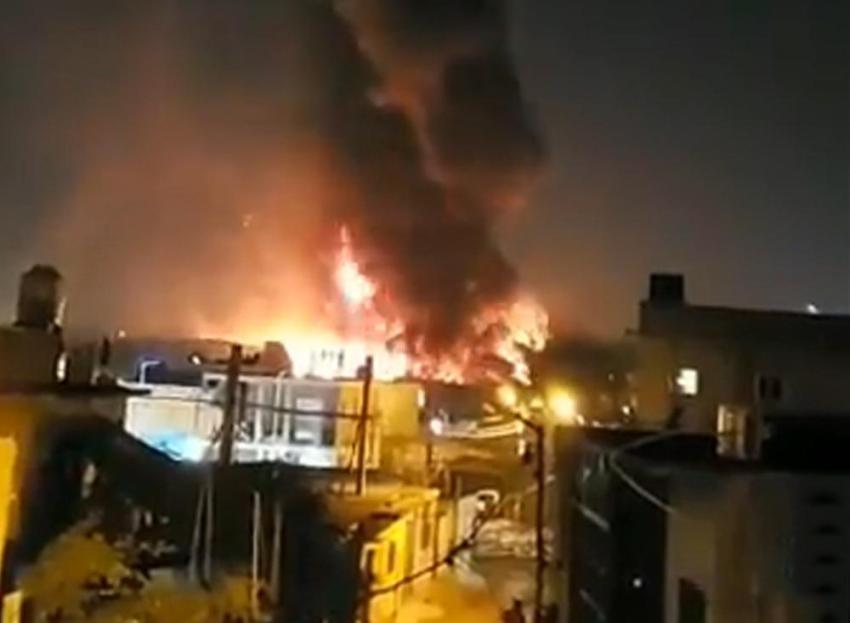 Voraz incendio en depósito de cartones de Villa Itatí: graves daños y viviendas evacuadas