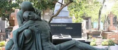 Escultura em túmulo no Cemitério da Consolação. (Foto: Caio Pimenta/SPTuris)