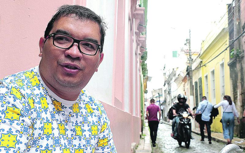 Michel Pinho faz passeios pela cidade para moradores e turistas.