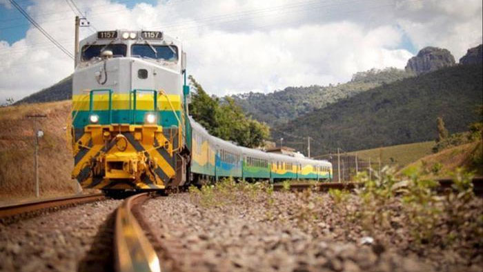 A Estrada de Ferro Carajás no Pará, é explorada pela mineradora Vale e escoa a produção de minérios da região para exportação no Porto de Itaqui no Maranhão.