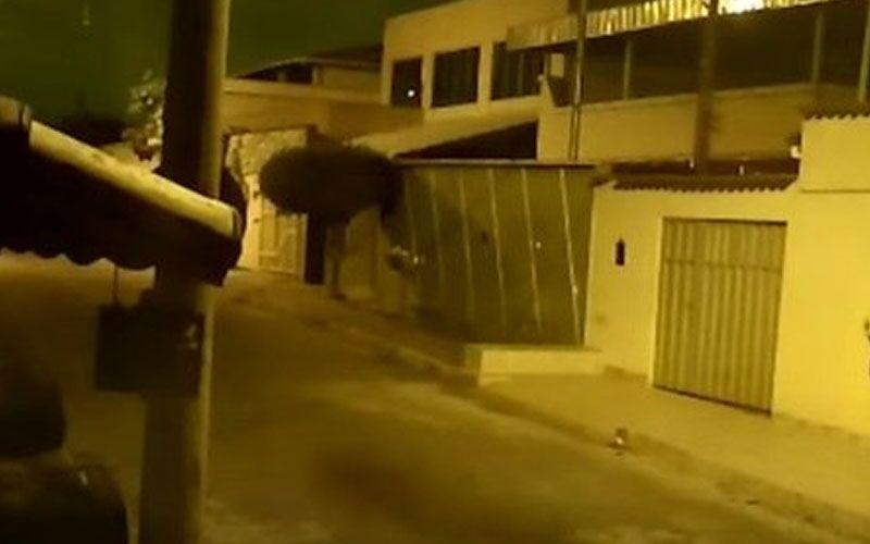 Vulto registrado por câmeras de segurança deixou moradores apavorados.