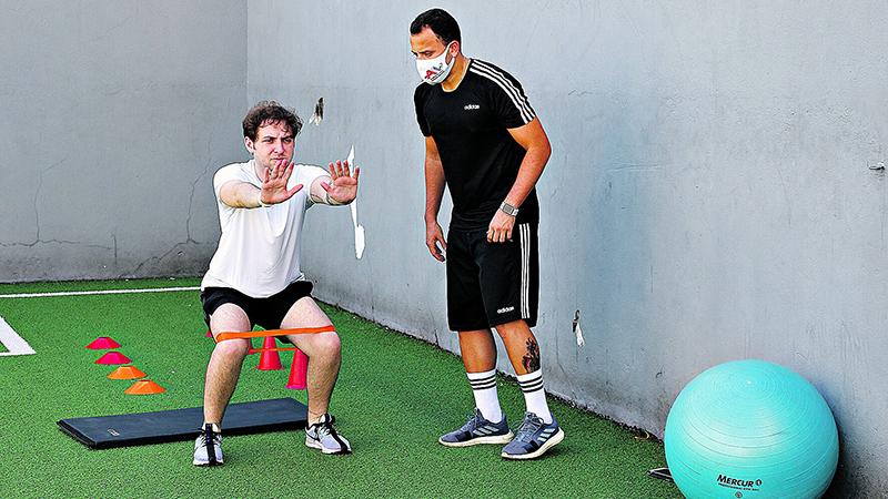 Roberto Bino corre atrás do prejuízo com a ajuda do educador físico Andrei Miranda