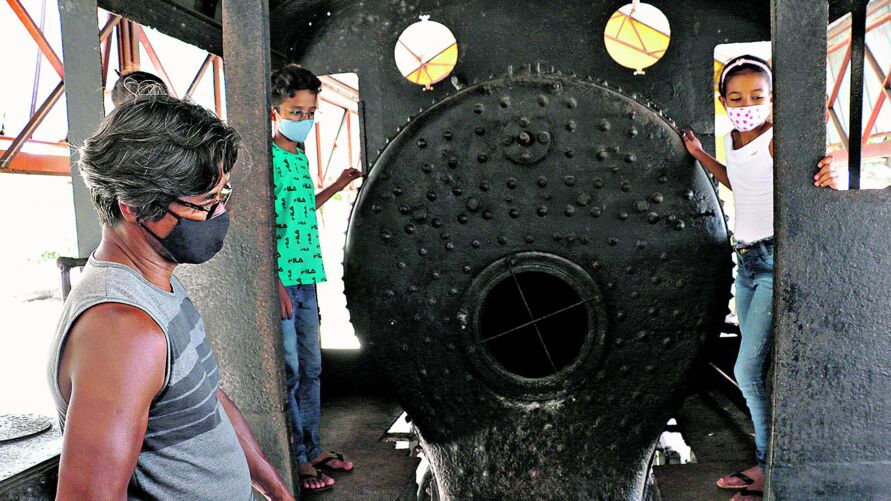 Jorge levou a família para ver a locomotiva, em Castanhal