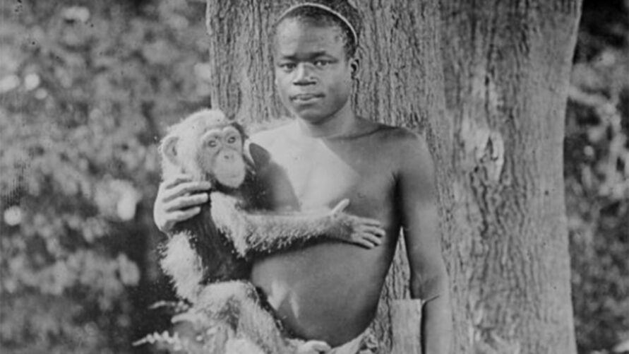 Ota tinha apenas 12 anos quando foi sequestrado e exposto em uma jaula para entretar brancos.