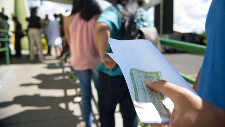 A Justiça Eleitoral recomenda ainda que, se possível, o eleitor leve sua própria caneta para assinar o caderno de votação