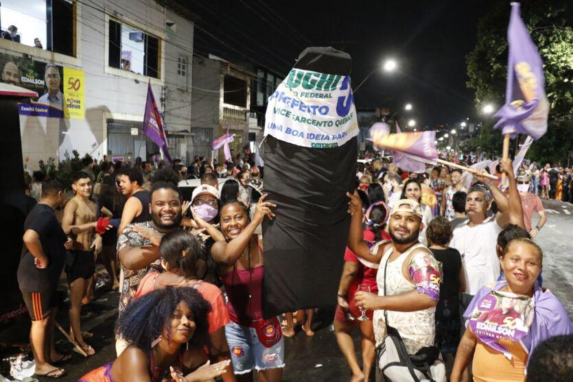 Eleitores lotam São Brás para comemorar a vitória de Edmilson Rodrigues