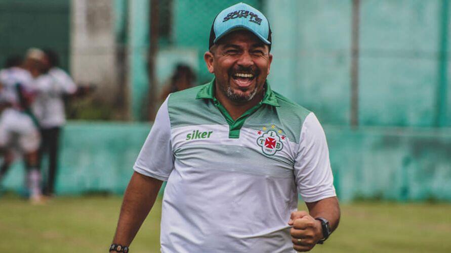 O técnico Robson Melo e a diretoria lusa estão montando o plantel para a temporada