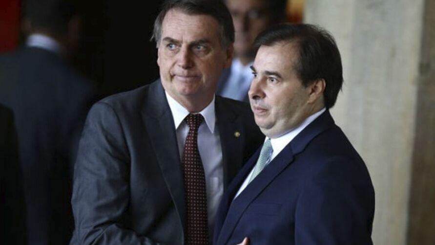"""Imagem ilustrativa da notícia """"Seja feliz, tudo acaba um dia"""", diz Bolsonaro em recado a Rodrigo Maia"""