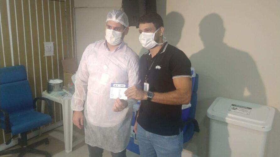 Michel Holanda, enfermeiro, foi o primeiro profissional da saúde a receber a vacina contra a Covid-19 na Santa Casa do Pará.