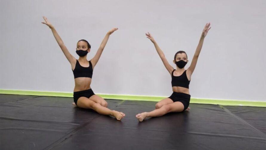 Victoria Nogueira e Maite Gamelas, de 10 e 11 anos, já se sentem vitoriosas por se classificarem para a seleção nacional da Escola de Teatro Bolshoi no Brasil