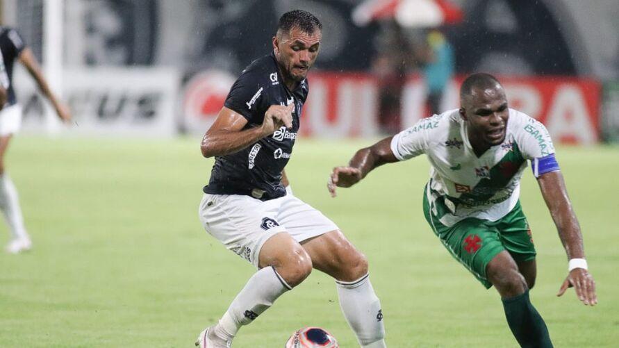 Edson Cariús ainda ainda não mostrou futebol no Baenão.