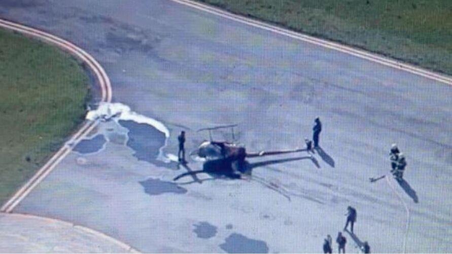 Imagens do helicóptero que caiu na via pública em São Paulo: duas vítimas