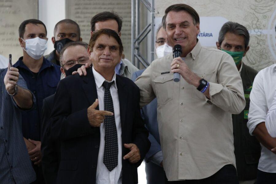 Imagem ilustrativa da notícia: Fotos: Bolsonaro encontra 'sósia' e cumpre agenda em Belém