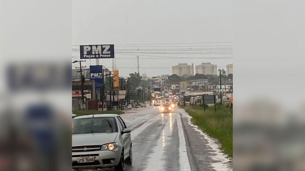 Imagem ilustrativa da notícia: Rio Uriboca transborda e BR-316 congestiona